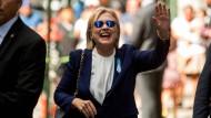 Auf dem Weg der Besserung? Hillary Clinton in New York am vergangenen Sonntag, dem Tag ihres Schwächeanfalls.