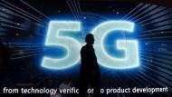 """5G ist Voraussetzung für den schnellen Austausch von Daten zwischen Maschinen (""""Industrie 4.0""""), das vernetzte Autofahren oder digitale Angebote im Gesundheitswesen."""