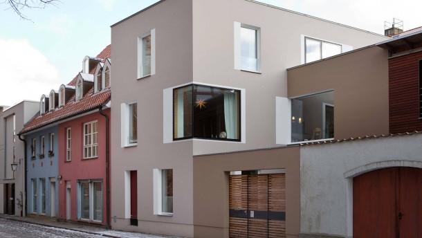 Neue Architektur - Familie Meyn ist es gelungen, ein großzügiges Haus auf kleinster Grundfläche zu bauen