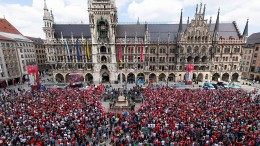 Tausende feiern Double von Bayern München