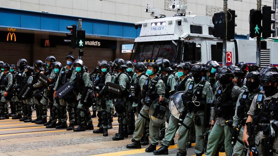 Polizisten während einer Demonstration gegen das neue Sicherheitsgesetz in Hongkong