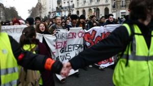 Französische Banken frieren Gebühren ein