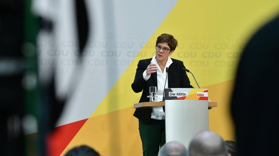 Annegret Kramp-Karrenbauer am Rosenmontag in Berlin