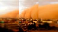 Staubwolke wälzt sich über Sudans Hauptstadt Khartum