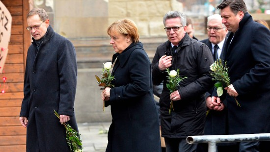 Bundesregierung kondoliert am Tatort in Berlin