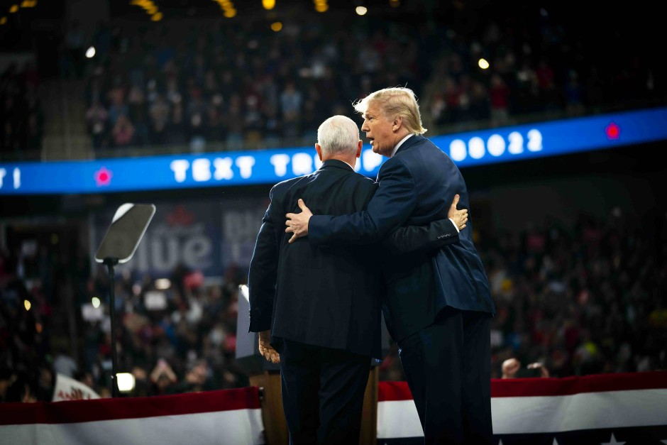 Gekränkt: Trump mit Vizepräsident Mike Pence bei einer Wahlkampfveranstaltung in Toledo