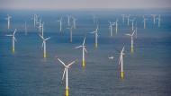 Über dem Meer: Windkraftanlage in der Nordsee