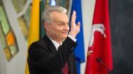 Gitanas Nauseda am Montag bei einer Pressekonferenz in Vilnius