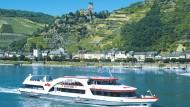 Darum ist es auf dem Rhein so schön: Vom Strom aus bietet sich die schönste Sicht auf Burgen und Weinhänge.