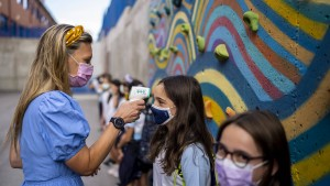 Ärzte plädieren für das Ende der Maskenpflicht an Schulen