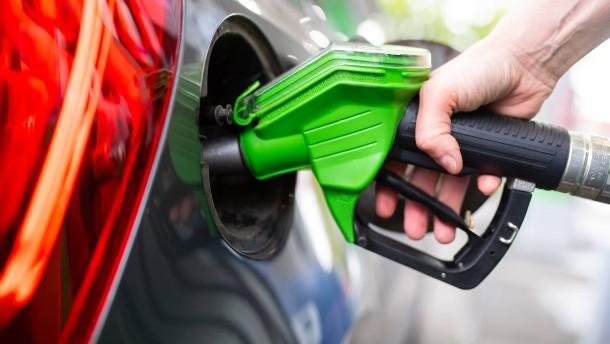 Billigstes Tankjahr seit Einführung des E10-Benzins