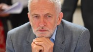 Kurz vor Toresschluss entwickelt Labour-Chef Corbyn auf einmal hektische Aktivität.
