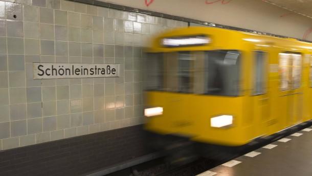 Transfrau in Berlin beleidigt und mit Pfefferspray verletzt