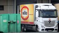 Liefert nichts mehr aus: Ein Lkw der Firma Wilke.