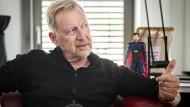 Folke Mühlhölzer im Gespräche in seinem Büro der Hessen-Agentur.