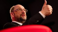 Daumen hoch in jeder Hinsicht: Für SPD-Kanzlerkandidat Martin Schulz könnte der derzeit kaum besser laufen.