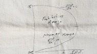 Arthur Laffers Serviette mit der Kurve – so liegt sie im Smithsonian National Museum of American History. Laffer selbst allerdings sagte später, er habe nie auf Stoffservietten gemalt, er sei anders erzogen worden.