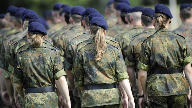 Feldwebelin, Bootsfrau, Oberstleutnantin