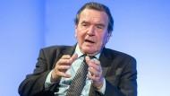 Meldet sich immer noch zu Wort: Der ehemalige Kanzler Gerhard Schröder im Oktober 2017 bei einer Veranstaltung in Mönchengladbach
