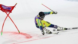 Schwede gewinnt den Parallel-Riesenslalom