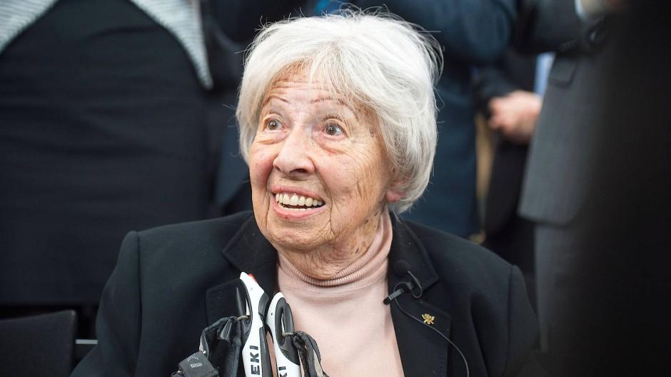 100 Jahre alt: die Frankfurter Ehrenbürgerin Trude Simonsohn, die Auschwitz überlebte und später Schülern vom Holocaust berichtete