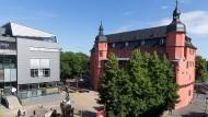 Alte Substanz: Das Isenburger Schloss ist Teil der Hochschule für Gestaltung in Offenbach. Dort beschweren sich Studenten und ehemalige Professorinnen darüber, dass Frauen systematisch benachteiligt würden.