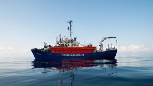 """Frankreich und andere Länder übernehmen Migranten von """"Lifeline"""""""