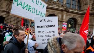 Manroland-Protest vor Allianz-Gebäude