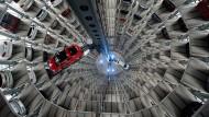 Der VW up könnte bald nicht mehr durch den Auslieferungsturm in Wolfsburg schweben.