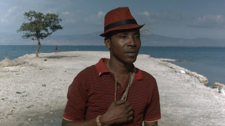 """Ein junger Mann auf der Suche nach Lebensglück. Eine Szene aus Hendersons Film """"Ouvertures""""."""