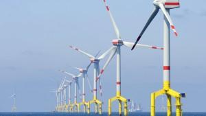 Lahmgelegte Windräder vor der Küste