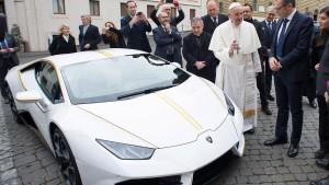 """""""Papst-Lamborghini"""" für 715.000 Euro versteigert"""