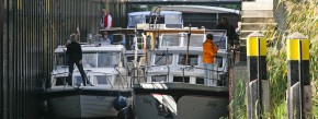 Frei Fahrt für alle: Derzeit sorgt der Bund für das Durchkommen der Sportboote  wie hier mit der Mirower Schleuse