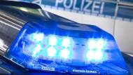 Grausiger Fund in Bamberg: Der Mitarbeiter einer Schleuse hat am Sonntagmorgen die Leiche eines jungen Mannes aus Gießen im Rechen entdeckt.