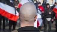 """Neonazi-Aufmarsch im März 2017 in Leipzig: """"Combat 18"""" ist ein in vielen europäischen Ländern aktives Netzwerk. Seine Mitglieder propagieren Gewalt als legitimes Mittel."""