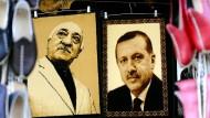 Nur als Staubfänger noch einträchtig beieinander:  Fethullah Gülen und Recep Tayyip Erdogan, einst Partner vieler schmutziger Geschäfte.