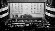 Historischer Moment: Die UN-Generalversammlung nimmt 1948 die Erklärung der Menschenrechte an.