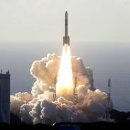 Die Rakete mit der Mars-Sonde der Vereinigten Arabischen Emirate hebt vom Weltraumbahnhof Tanegashima in Japan ab.
