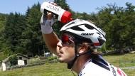 Erstmal etwas Wasser: John Degenkolb ist bei der Tour bereit für den ersten großen Sieg.