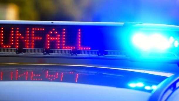 Zwei Verletzte bei Frontalzusammenstoß – Unfall bei mutmaßlichem Autorennen