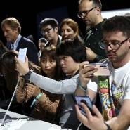 Großes Interesse an einer Huawei-Präsentation in München: Manche nutzen dafür sorgen zwei Smartphones.