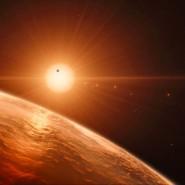So stellt sich ein Künstler im Auftrag der Astronomen die Oberfläche eines der Planeten im Trappist-System vor.