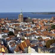 Mit Altstadt und schön am Wasser gelegen: Auch in Stralsund lässt es sich angenehm leben und studieren.