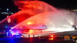 Mitarbeiter und Passagiere sagen Tschüs