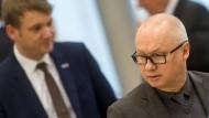 Machtwechsel bei der AfD-Fraktion in Sachsen-Anhalt: Drei Wochen nach der Rückzugsankündigung von André Poggenburg wählen die 22 AfD-Abgeordneten im Landtag Oliver Kirchner zum neuen Fraktionschef.