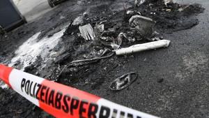 Abermals Autos mitten in Frankfurt ausgebrannt