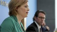 Bundeslandwirtschaftsministerin Julia Klöckner und Bundesverkehrsminister Andreas Scheuer geben eine Pressekonferenz zu den Auswirkungen des Coronavirus-Ausbruchs auf die Lebensmittelversorgung, die Mobilität und die Logistik.