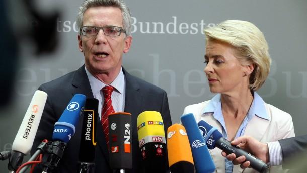 Von der Leyen und de Maizière zu G36-Affäre befragt
