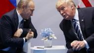 Putin genießt wenig Vertrauen in der Weltöffentlichkeit; sein Amtskollege Trump schneidet allerdings noch schlechter ab.