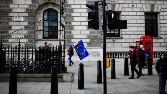 Brexit- Chaos macht britischer Wirtschaft zu schaffen